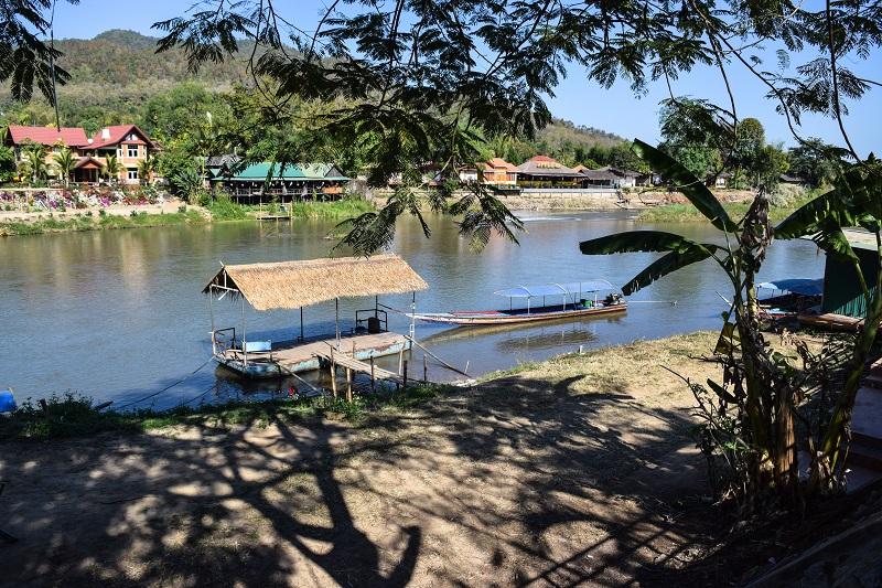 Molo di Tha Ton da dove partono le long tail boats per Chiang Rai