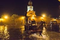 Cartagena, carrozza cavalli nel'acqua