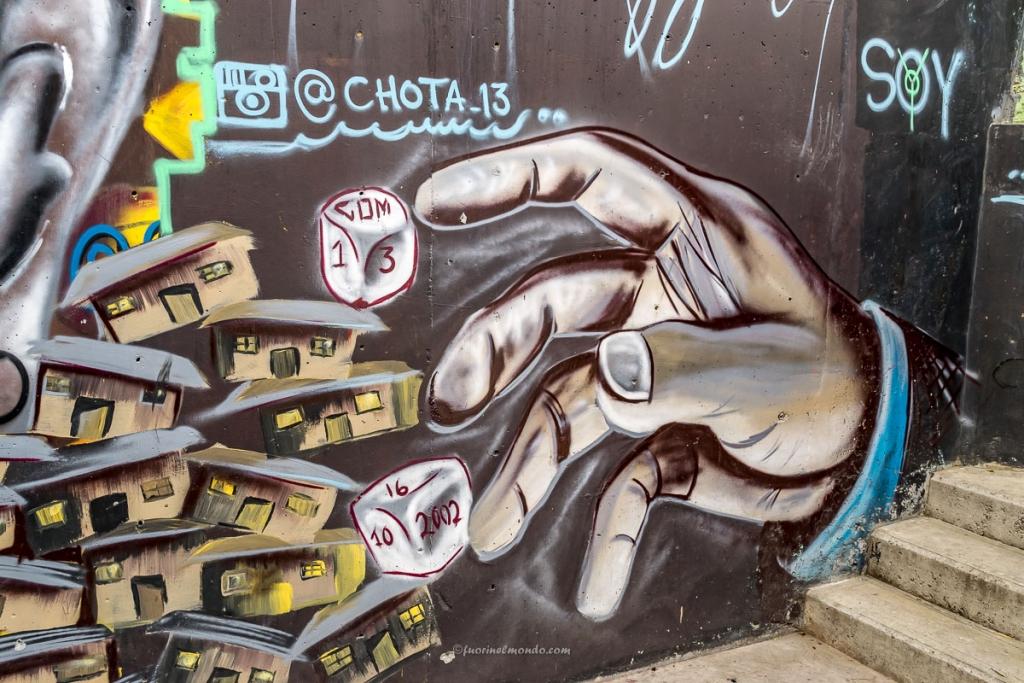 Murales la mano e i dadi, Comuna 13
